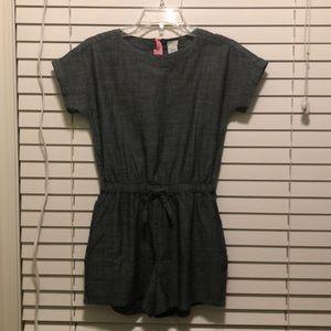 It is a super cute kids pantsuit.